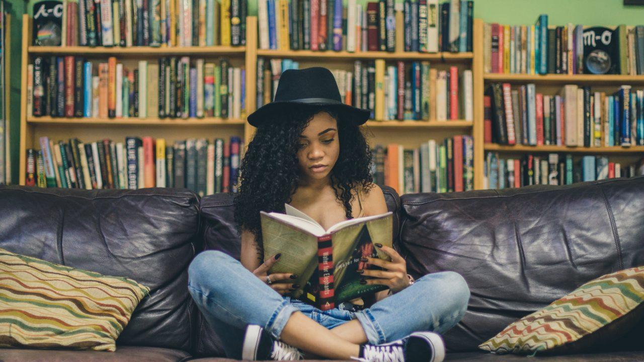 Proč je dobré číst cizojazyčné knihy?