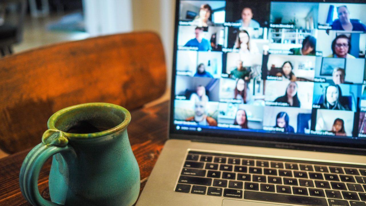 Jaká byla spokojenost studentů s online výukou cizích jazyků?